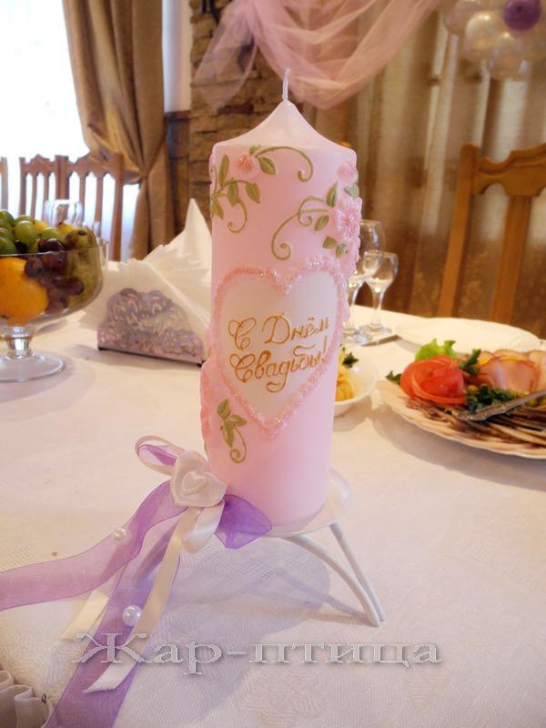 Свеча свадебная средняя, 20 см, время горения 12 часов - 950 руб.   Металлический подсвечник для большой свечи, высота 4 см - 180 руб. Декор в любой цветовой гамме включен в стоимость.
