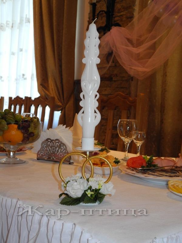 Металлический подсвечник с кольцами на 1 свечу, высота 13 см. Прокат - 160 руб. Продажа - 320 руб. Декор включен в стоимость.   Свеча свадебная резная, высота 24 см, время горения 7 часов - 190 руб./шт