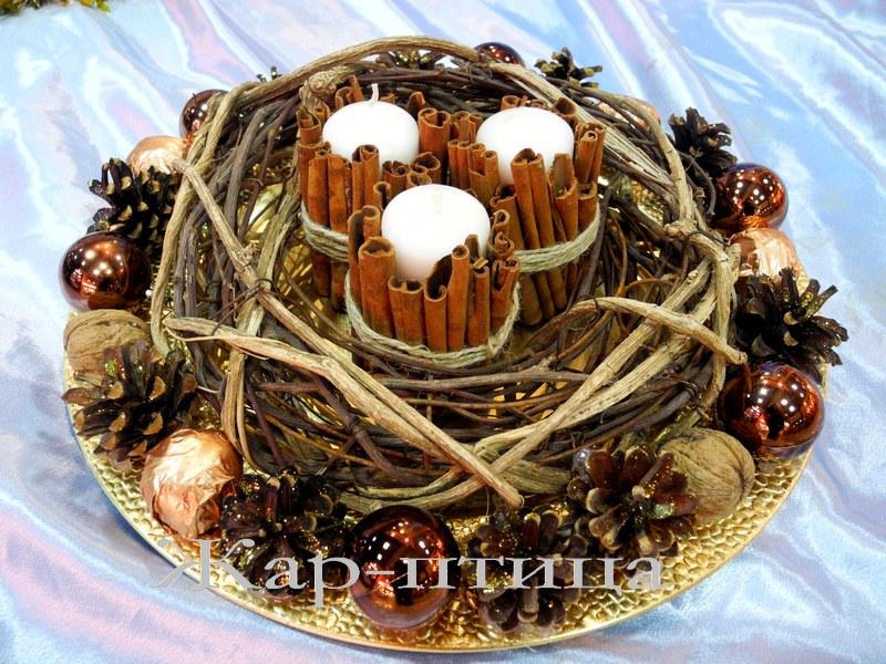 В НАЛИЧИИ!!! Свечи с шишками и корицей на блюде (диаметр ок.40 см) - 800 руб.