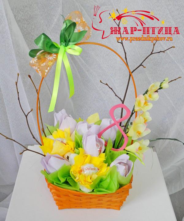 Корзинка с конфетами к 8 марта - 650 руб. (включая 11 конфет