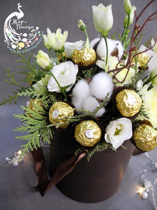 Конфеты с цветами в шляпной коробке - от 1000 руб.