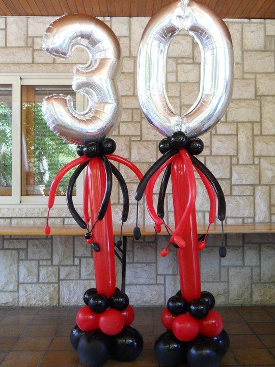 Цифры 90 см на декоративных стойках