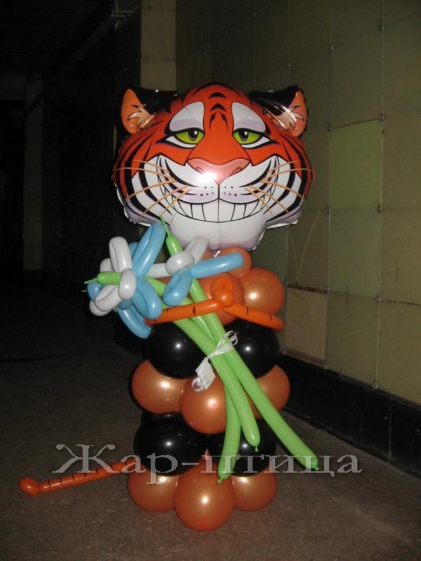 Тигр с цветами - 720руб.